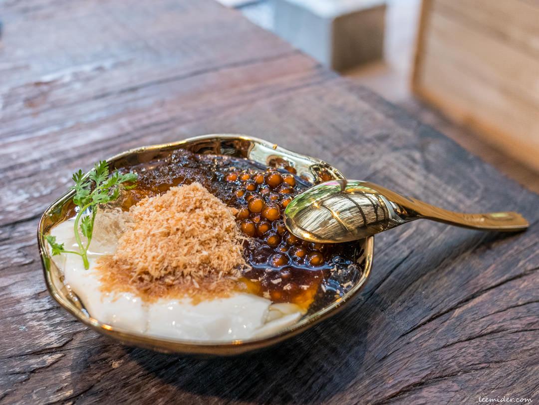 台北東門站-白水豆花永康店,以花生麥芽糖和香菜點綴宜蘭風情,永康街商圈甜品